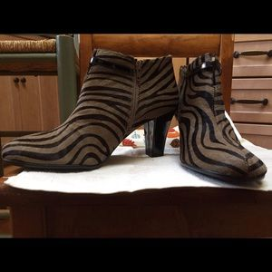 Aerosoles Patrole Car Ankle Boots Zebra 10M